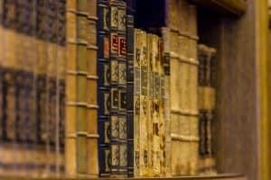 Bücher in der Bibliothek vom Escape Raum in Frauenfeld