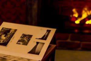 Album und Kamin im Escape Room Frauenfeld