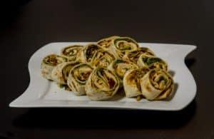 Wrap's mit Frischkäse, getrockneten Tomaten, Parmesan, Rucola